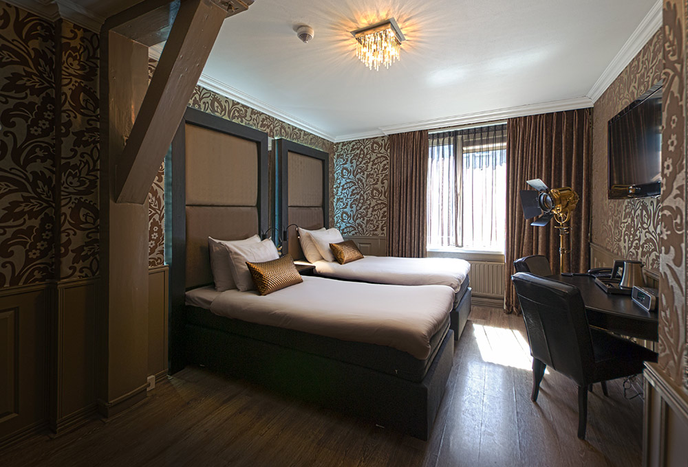 chambre twin lit separes hotel sint nicolaas amsterdam. Black Bedroom Furniture Sets. Home Design Ideas