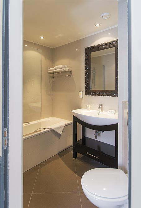 Twin Bed Hotel Room: Two Person Room Separate Beds Hotel Sint Nicolaas Amsterdam